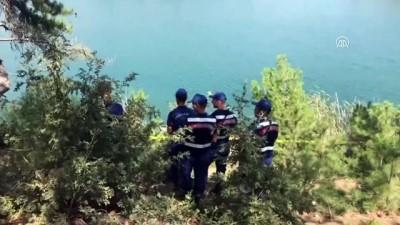 Otomobil sulama göletine yuvarlandı: 4 ölü (3) - UŞAK