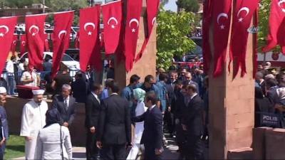 Cumhurbaşkanı Erdoğan, Selçuklu Mezarlığı'nı ziyaret etti
