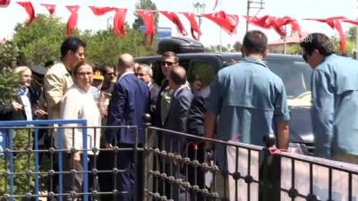 Soylu, Koca ve Çetin'in Selçuklu Meydan Mezarlığı'nı ziyareti - BİTLİS