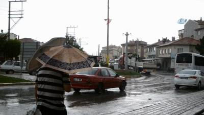 Afyonkarahisar'da yağış vatandaşları etkiledi
