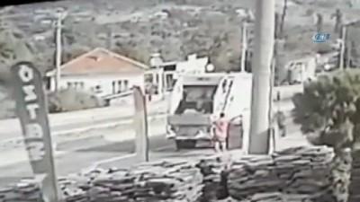 İki temizlik işçisinin ağır yaralandığı korkunç kaza kamerada