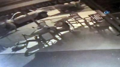 Küfürlü konuşanları uyaran taksiciye silahlı saldırı anı kamerada
