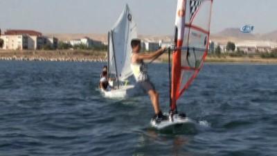 Vanlı yelkenciler yoğun tempoyla eğitimlerini sürdürüyor