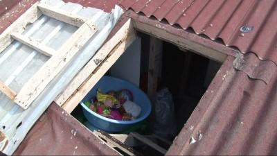Küçük kızı, oyuncak almak için çatıya çıkarmışlar