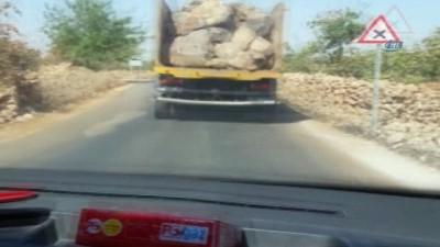 Gaziantep'te kamyonların tehlikeli yolculukları kamerada