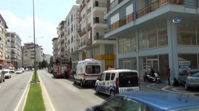 Antalya'da kriz geçirip kendini eve kilitleyen vatandaş, polise ecel terleri döktürdü