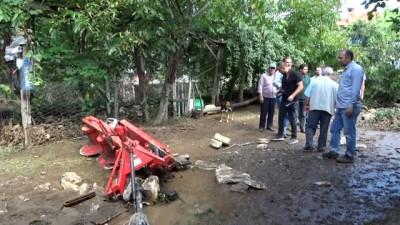 Domaniç'te sel... Sele teslim olan köyde 10 ev, ahır ve kümesler kullanılamaz hale geldi