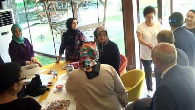 Down sendromlu gençlerin çalıştığı kafe 1. yılını kutladı
