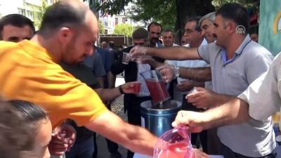 Gazlı içeceklere karşı ücretsiz hoşaf ikram ettiler - BİNGÖL