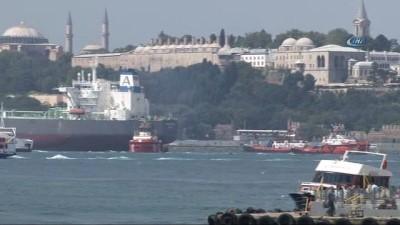İstanbul boğazında gemi trafiğine kapatıldı