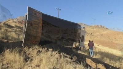 Gercüş'te kamyon uçuruma yuvarlandı: 1 ölü