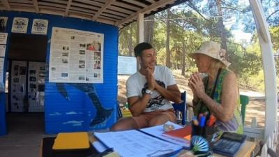 Profesyonel turist deniz kaplumbağalarının dünyasıyla tanıştı