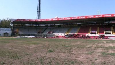 'Millet bahçesi' için stadın yıkımına başlandı - ESKİŞEHİR