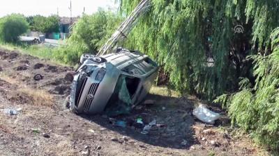 Minibüs elektrik direğine çarptı: 6 yaralı - ERZİNCAN