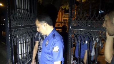 Okul bekçisinin zor sınavı... Polis ekipleri ve eli sopalı gençler okulun etrafında hırsız aradı