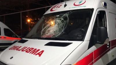 dugun konvoyu - Park halindeki ambulansa taşlı saldırı - SAMSUN