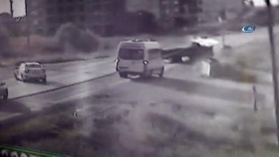 dugun konvoyu -  Otomobille kamyonetin çarpıştığı kaza kamerada