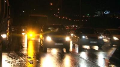 TEM'de hafriyat kamyonunun tekeri patladı yoğun trafik yaşandı