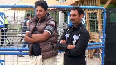 Uygulamada durdurulan ticari taksiden 8 kaçak göçmen çıktı