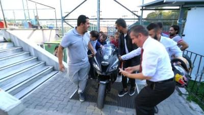 Sofuoğlu'nun motosikletini 10 kişi zor taşıdı, renkli görüntüler ortaya çıktı