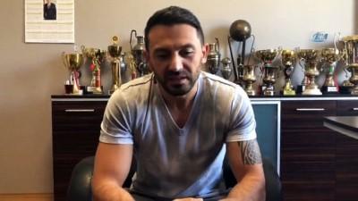 Yöneticisi olduğu kulüple futbolcu olarak imza attı