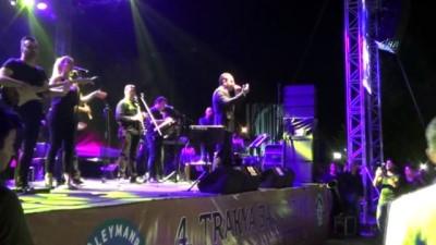 Aşk şarkılarının adamı Ferhat Göçer, unutulmaz bir gece yaşattı