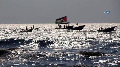 - Filistinliler İsrail'in Deniz Ablukasını Kırmak İçin Denize Açıldı