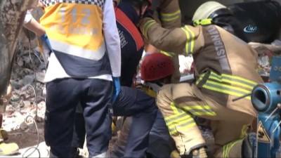 Kadıköy'de kuyuya düşen kamyon şoförünü itfaiye kurtardı