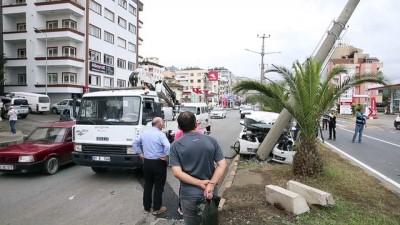 Otomobil elektrik direğine çarptı: 3 yaralı - TRABZON