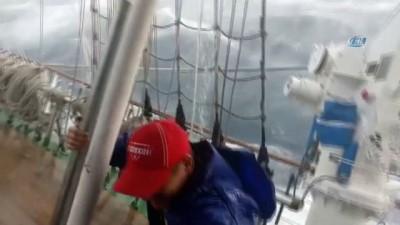 - Rus Yolcu Gemisi Fırtınanın Ortasında Yan Yattı