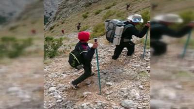 Yolunu kaybeden amatör dağcıları ekipler kurtardı