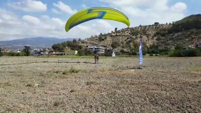 Huzura kavuşan Amanos Dağlarında paraşütle uçuyorlar - HATAY