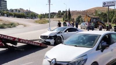 Otomobil servis minibüsüyle çarpıştı: 8 yaralı - DENİZLİ