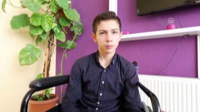 Protez bacaklarını kaybeden engelli çocuğu belediye sevindirdi - VAN