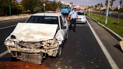 Aksaray'da otomobil kamyona arkadan çarptı: 1 yaralı