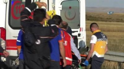 Kars'ta arka lastiği patlayan minibüs takla attı: 5 yaralı