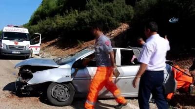Kayalıklara çarptığı otomobiliyle 100 metre sürüklendi: 1 ölü