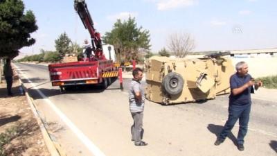 Otomobille çarpışan zırhlı polis aracı devrildi: 2 yaralı - KİLİS
