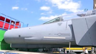 Eski savaş uçağı TIR üzerinde Malatya'ya getirildi