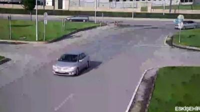 mel b -  Eskişehir'de meydana gelen kaza kameralara böyle yansıdı