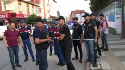 İstanbul Polisi ile İstanbul Jandarmasından okul önlerinde ortak uygulama