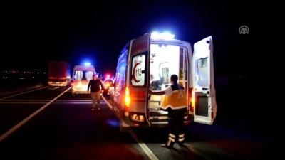 Polis refakatindeki düzensiz göçmenleri taşıyan otobüs devrildi: 41 yaralı(2) - AKSARAY