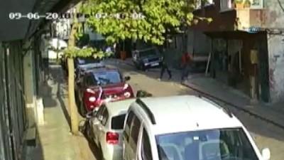 Tırmanarak girdiği evin kapısından yürüyerek çıkan hırsız kamerada