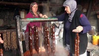 Beypazarı'nda cevizli sucuk yapımı - ANKARA