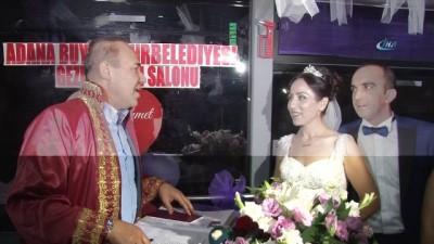 gelin arabasi -  Halk otobüsünde nikah töreni