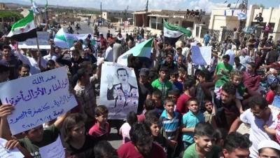 """- İdlib'de Rejim Karşıtı Gösteri - Göstericiler """"türkler Ve Devrimciler Kardeştir"""" Şeklinde Sloganlar Attı"""