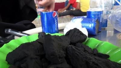 - İdlibli Anneden Zehirli Gaz Saldırısına Karşı Çocukları İçin El Yapımı Gaz Maskesi