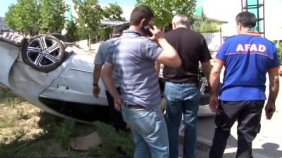 İki araç çarpıştı, kemeri takılı olmayan sürücü böyle dışarı fırladı