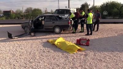 Otomobil minibüsle çarpıştı: 2 ölü, 3 yaralı - KONYA