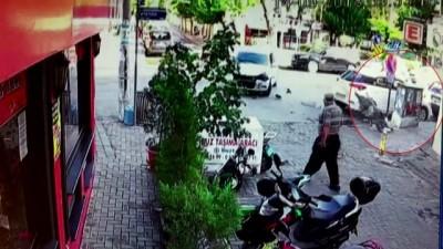 Otomobile çarpan motosikletli havada böyle takla attı